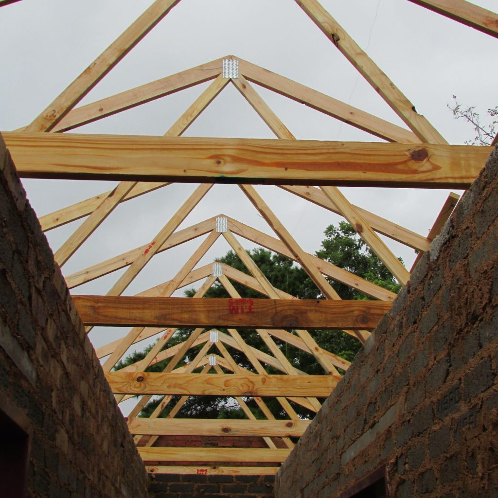 Roof on the wall_8