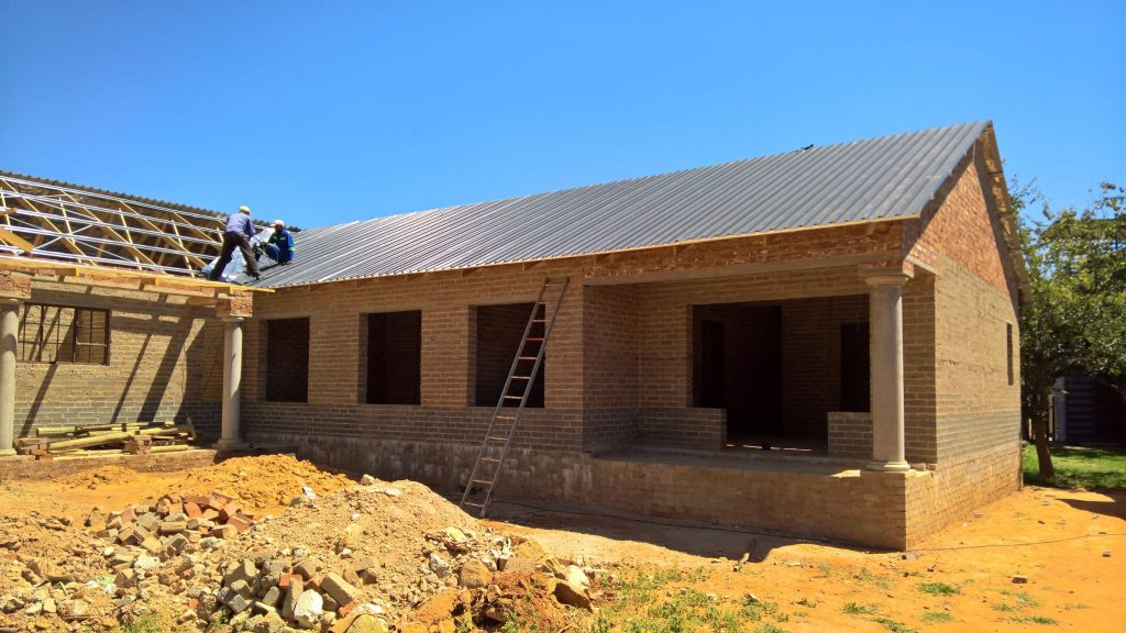 Sheeting on the truses_16