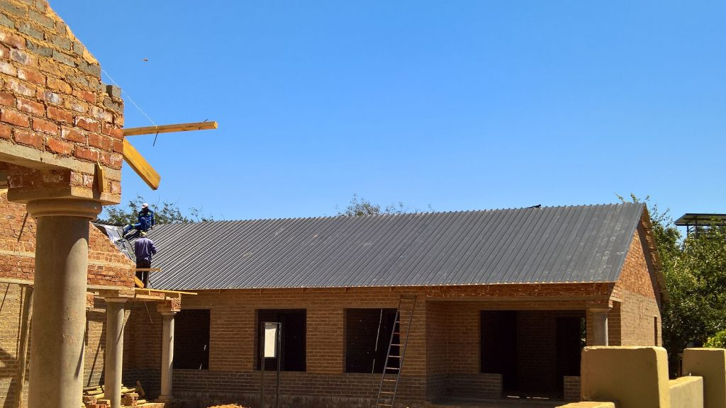 Sheeting on the truses_17
