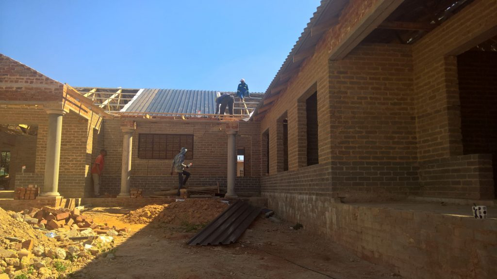 Sheeting on the truses_6