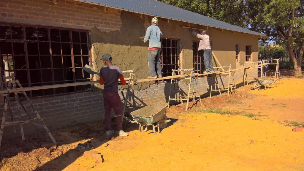 Plastering the outside walls_27
