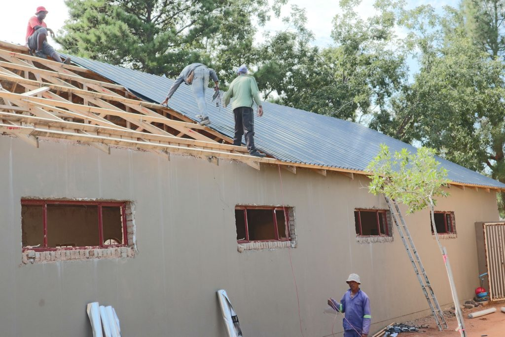 Roof sheeting progress_30