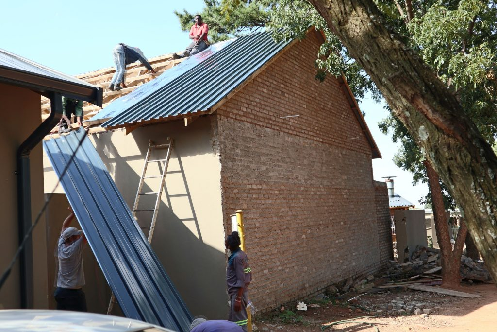 Roof sheeting progress_39
