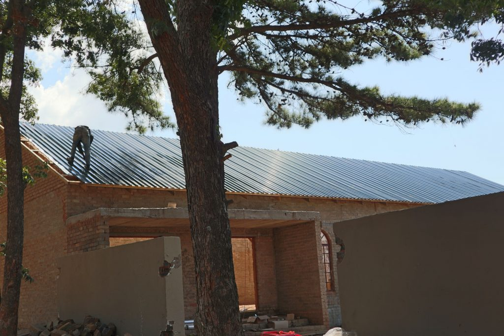 Roof sheeting progress_46