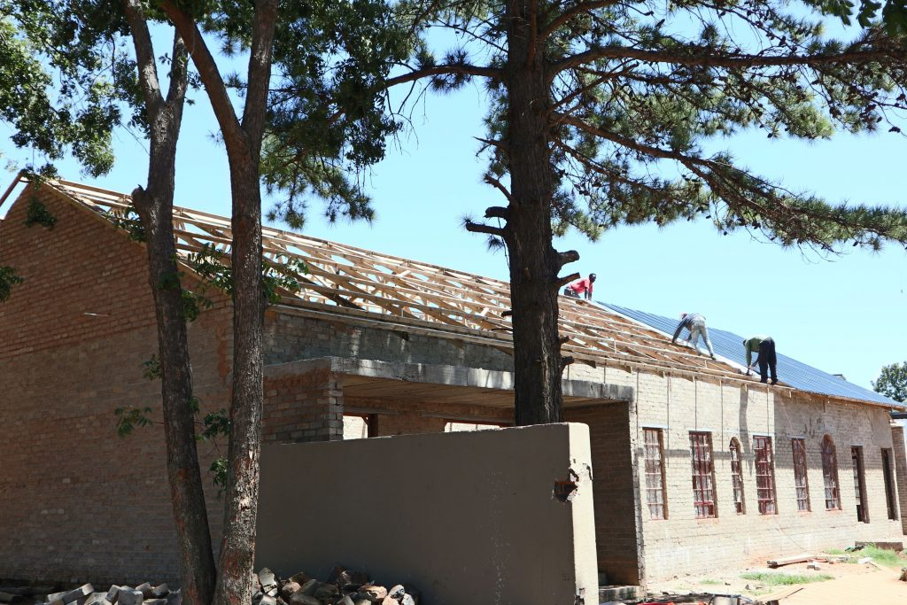 Roof sheeting progress_50