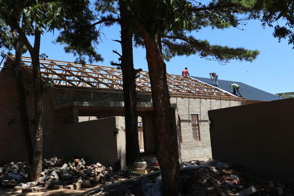 Roof sheeting progress_53