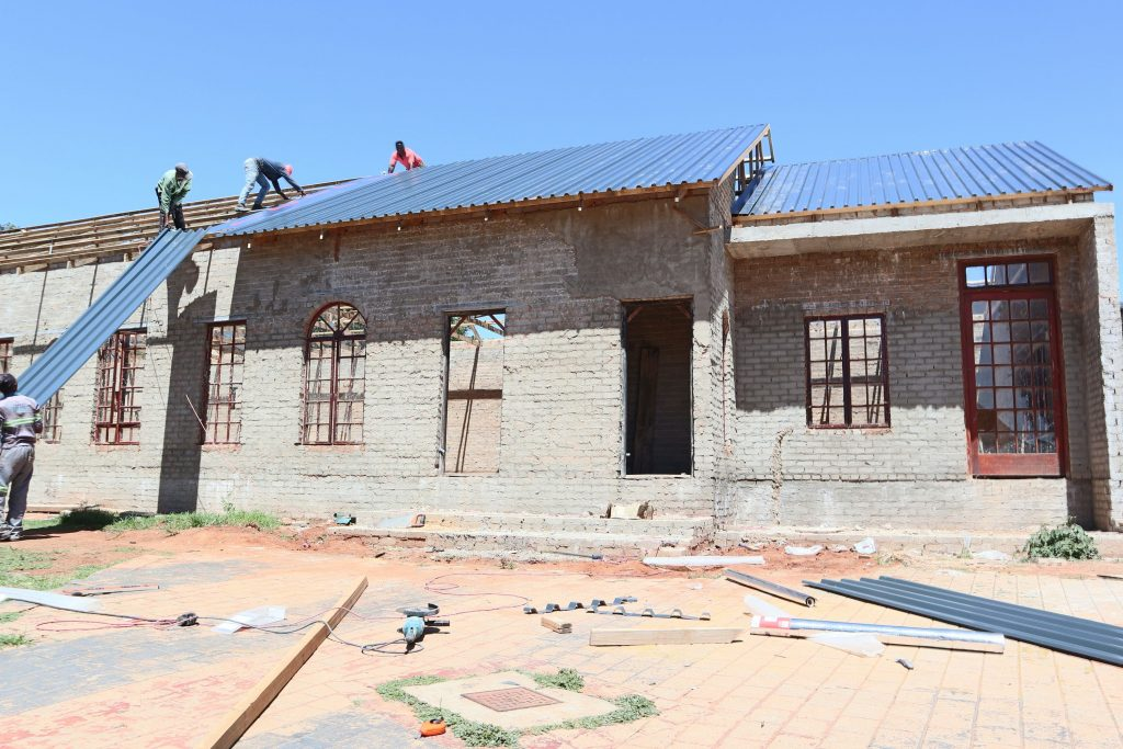 Roof sheeting progress_64